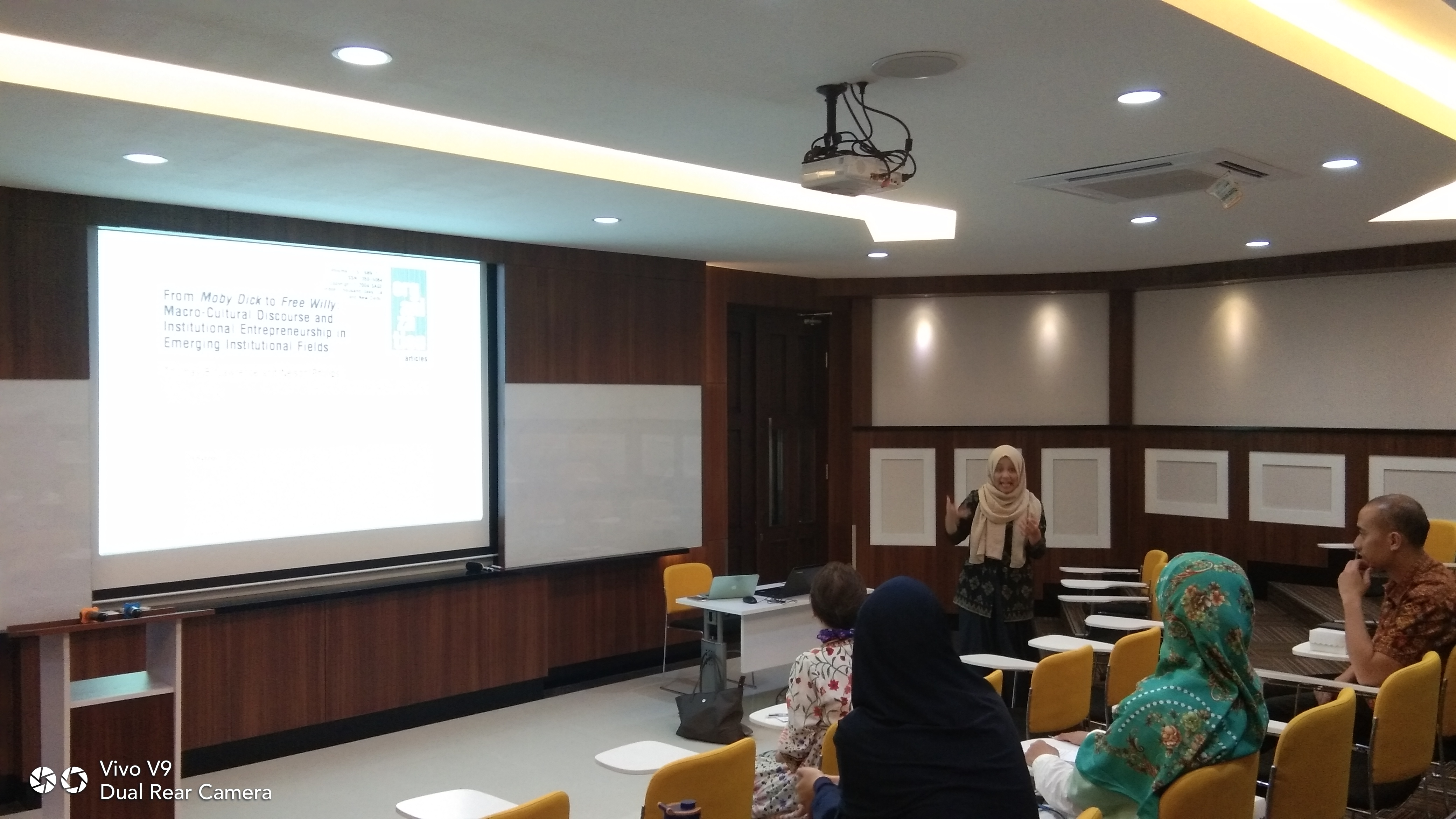Sharing Session:Discourse Analysis for Organisation Studies : Exploring What Corruption Means in Indonesia